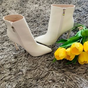 NWT white ankle boots